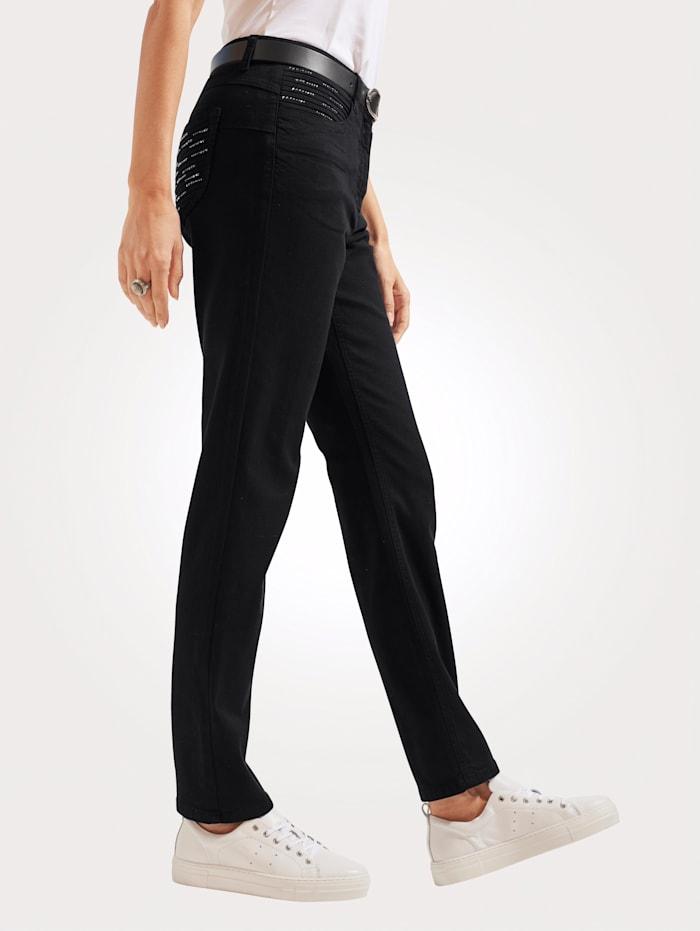 Jeans mit Zierbiesen und Strasssteinchen