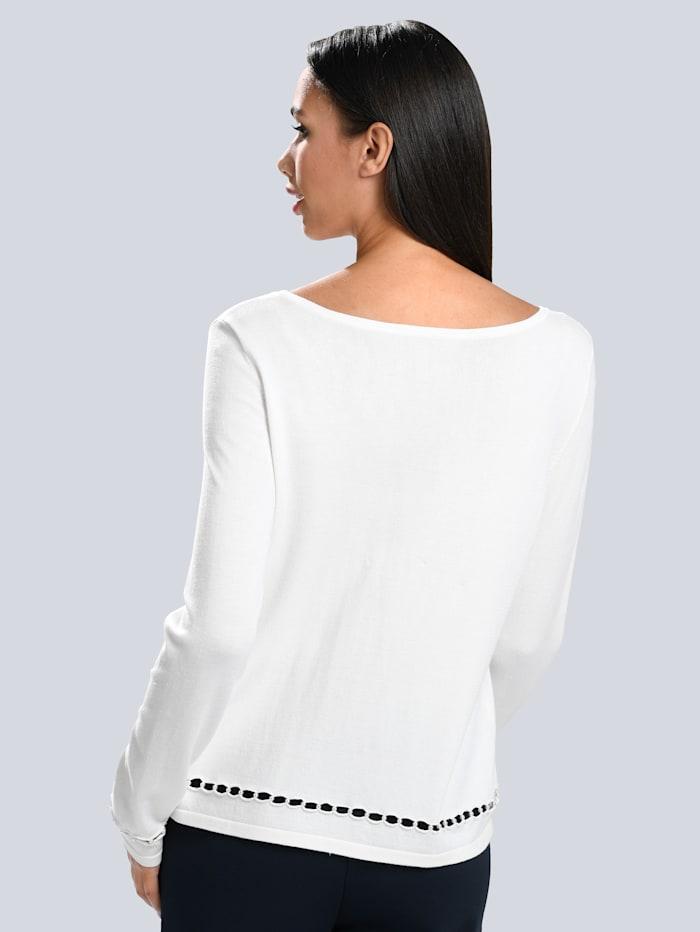 Pullover mit Zierperlen gearbeitet