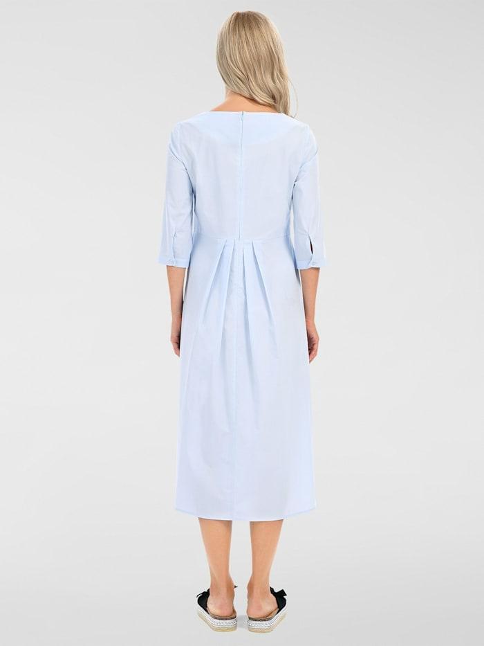 Kleid mit breitem Rundhalsausschnitt
