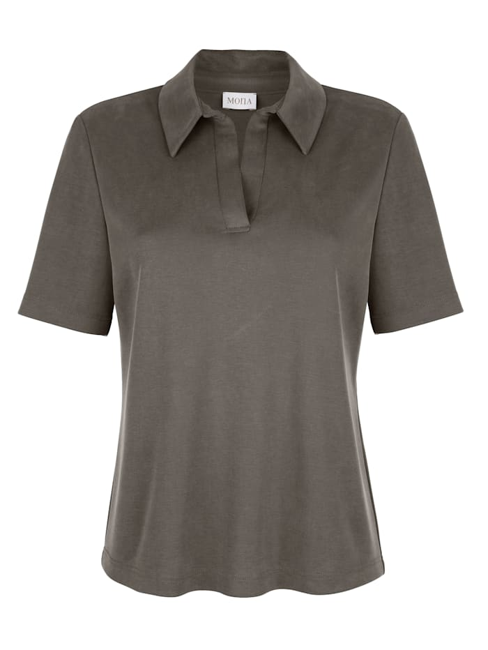 Polo shirt made from a soft piqué fabric