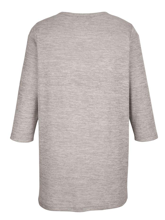 Pullover mit verschiedenen Nieten im Vorderteil
