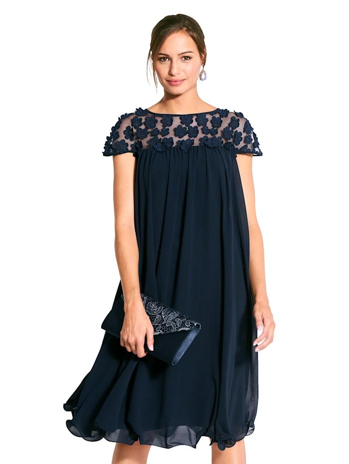 Kleid mit Mesh-Einsatz