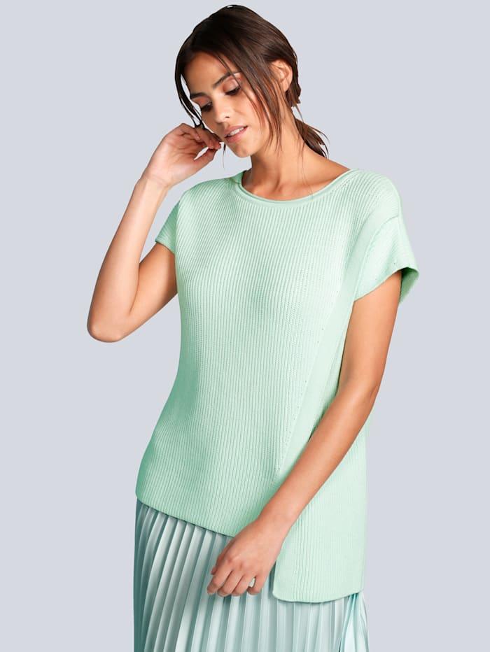 Pullover in asymmetrischer Form