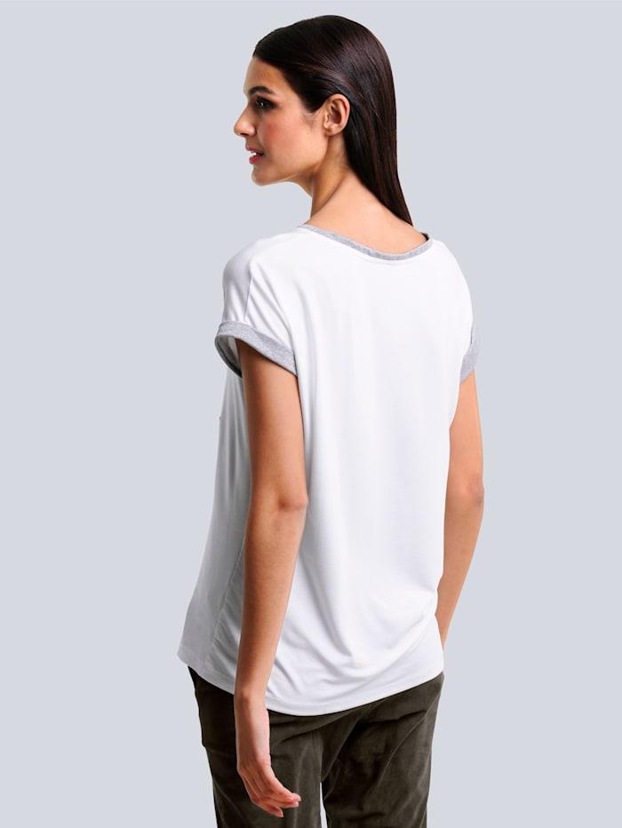 Shirt mit aktuellem Blätterdruck-Motiv im Vorderteil