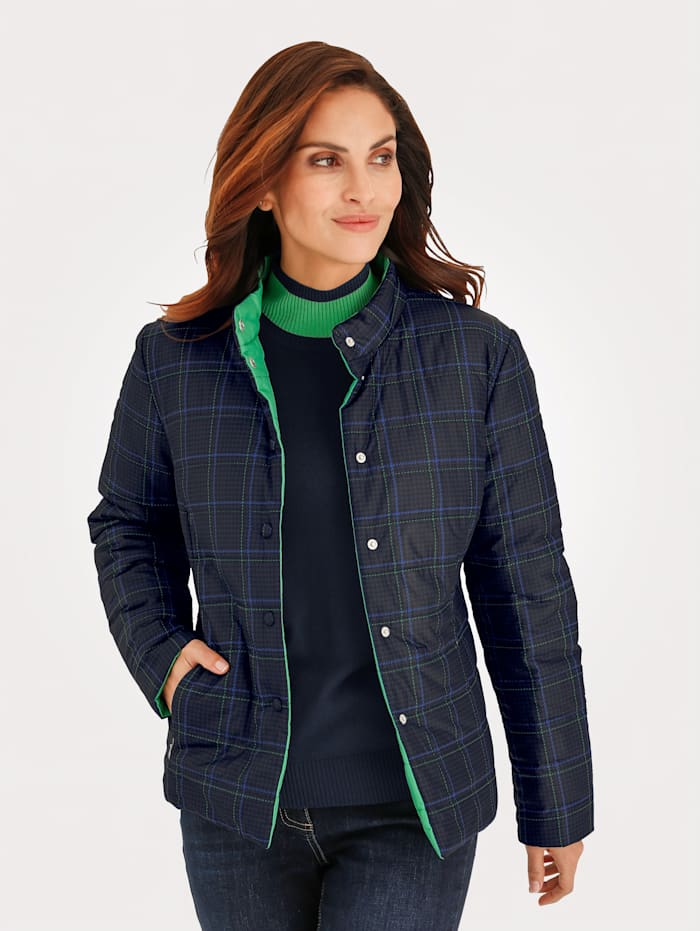 Reversible jacket made from a lightweight fabric
