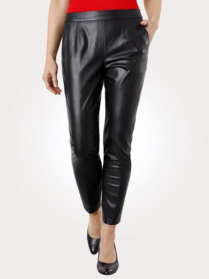 MONA Pantalon 7/8 en similicuir de coupe confortable, Noir
