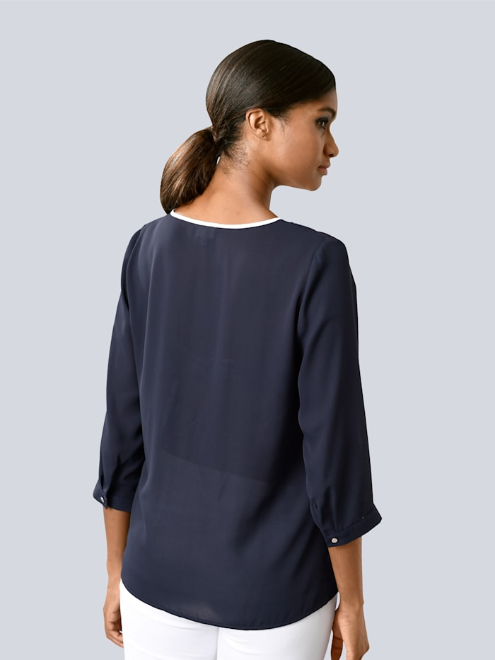 Pullover mit Kontrastverarbeitung am Halsausschnitt