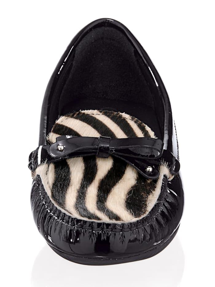 Mokassin mit Zebra-Muster auf der Kappe