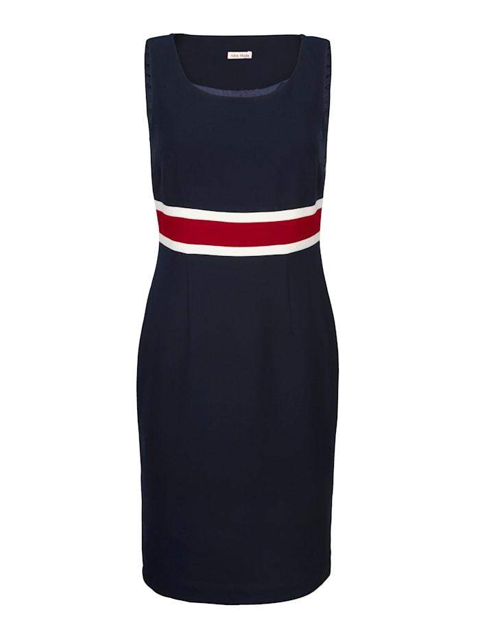 Kleid in Etuiform