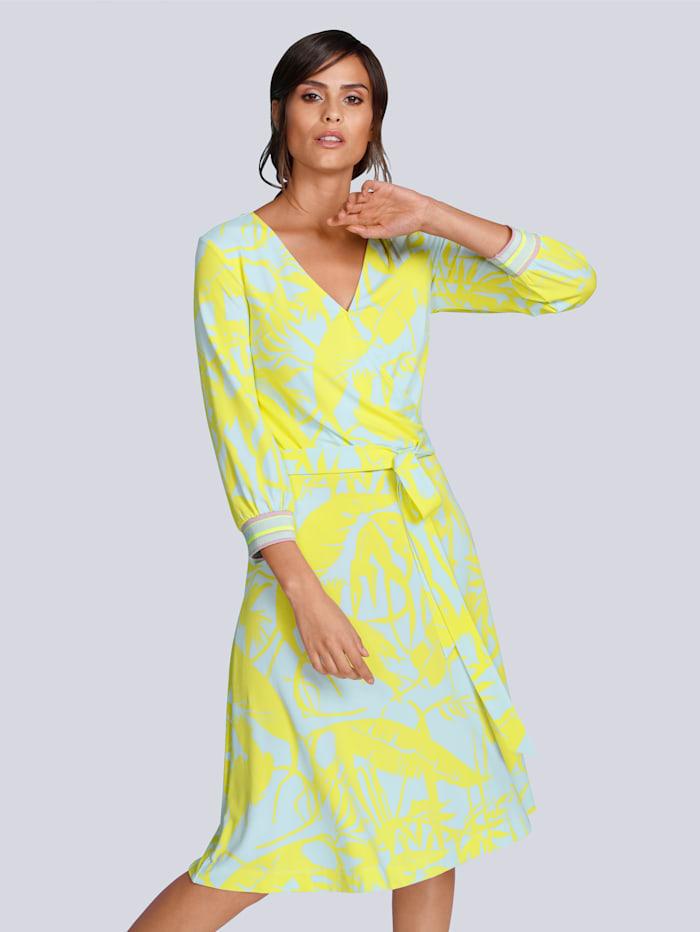 Kleid mit Neonfarben und Pastelltönen