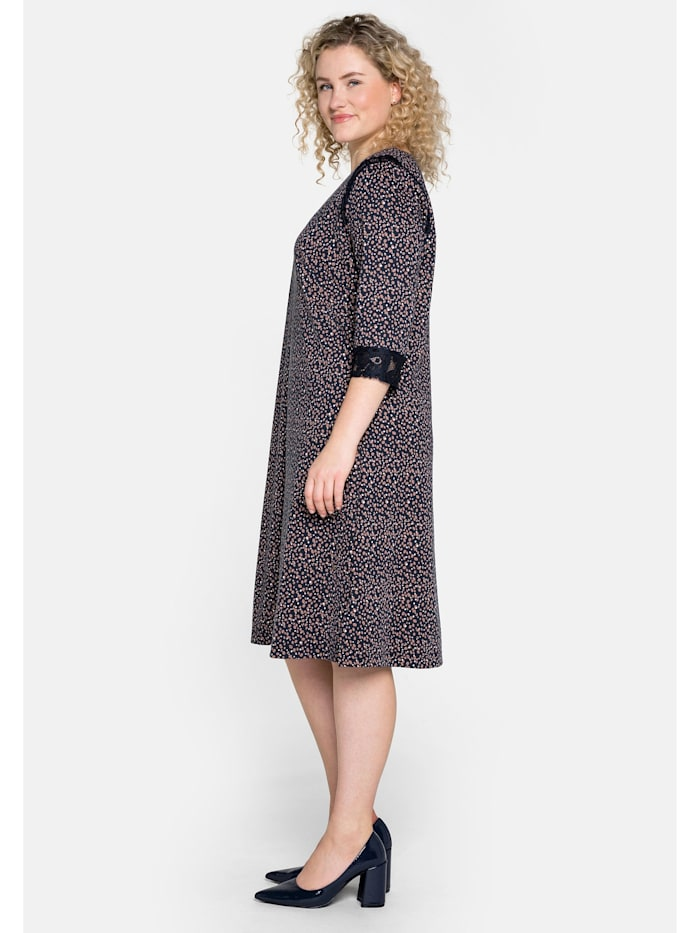 Sheego Jerseykleid mit Alloverprint und Spitzeneinsätzen