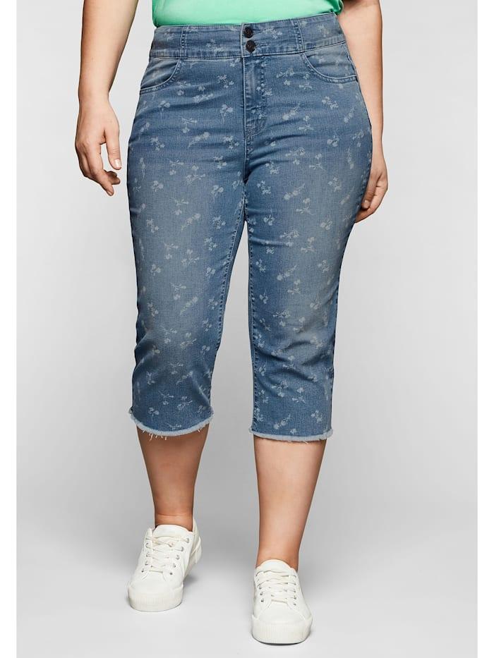 Sheego Capri-Jeans mit Blümchenprint und Fransen am Saum, blue used Denim