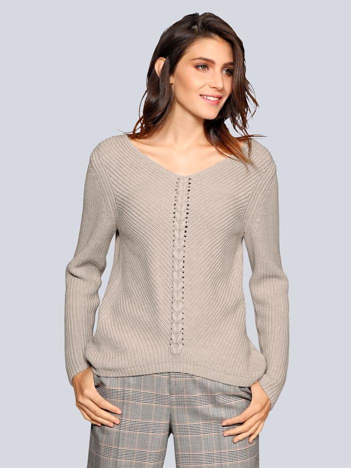 Pullover mit tollem Kettendetail