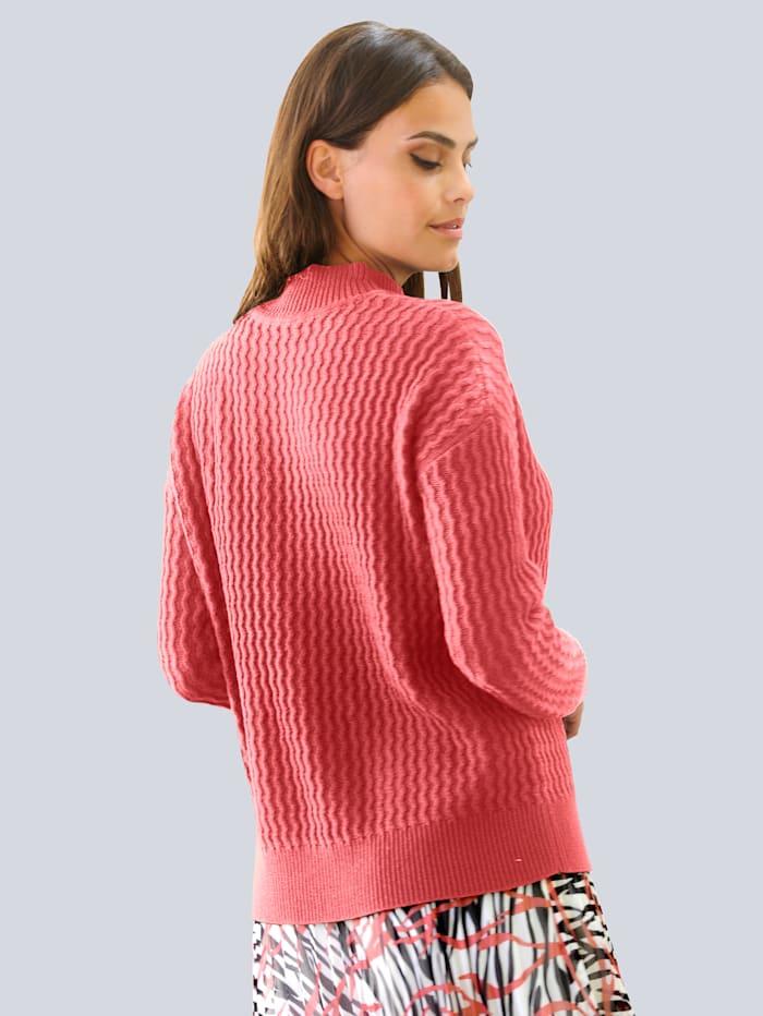 Pulovr v pěkném strukturovaném pletení