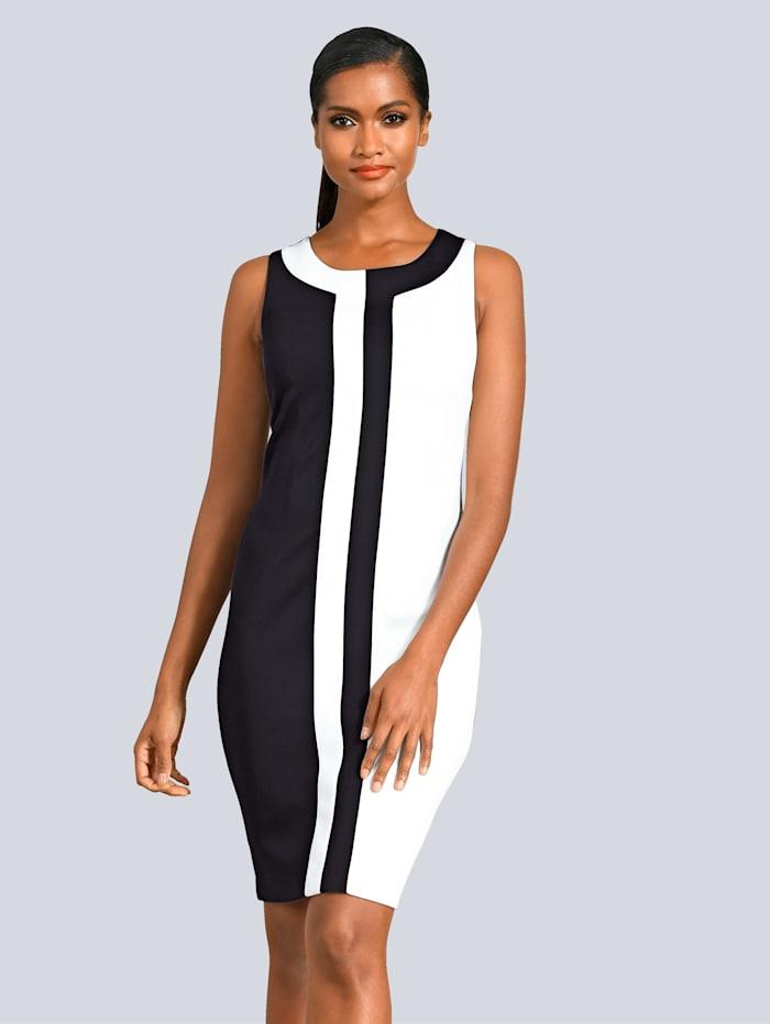 Kleid in kontrastfarbenem Dessin