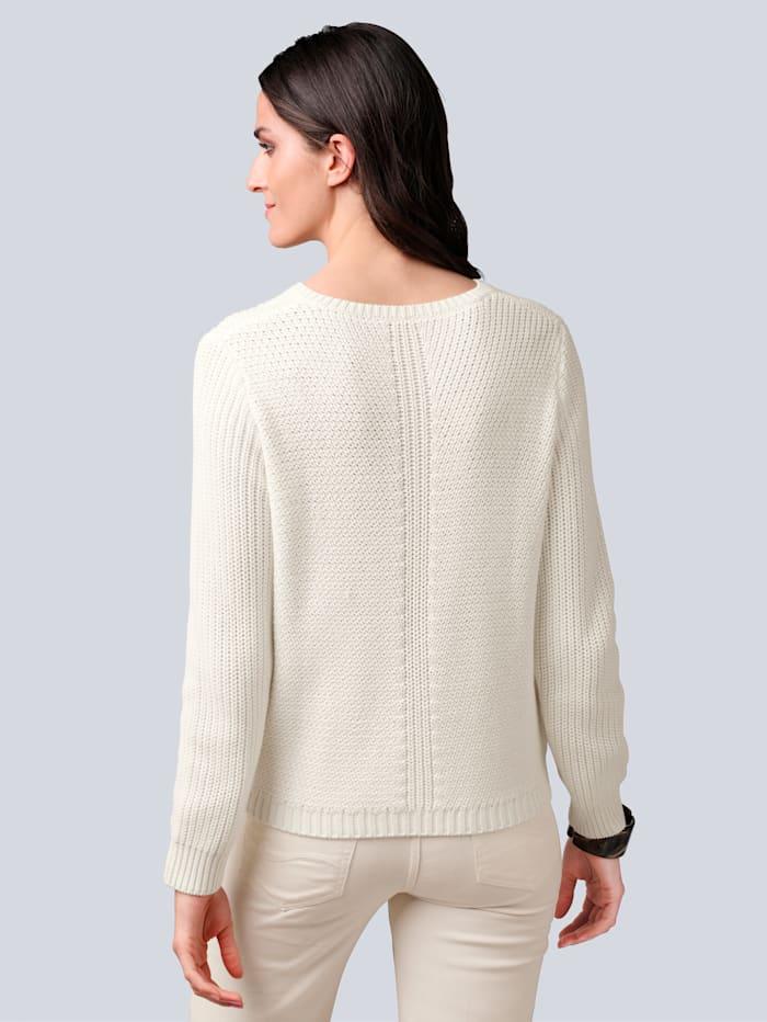 Pullover mit filigranem Strickmuster