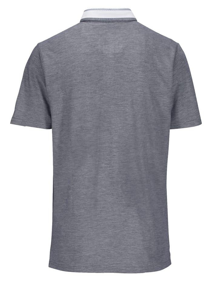 Poloshirt mit aufwändig gearbeitetem Kragen