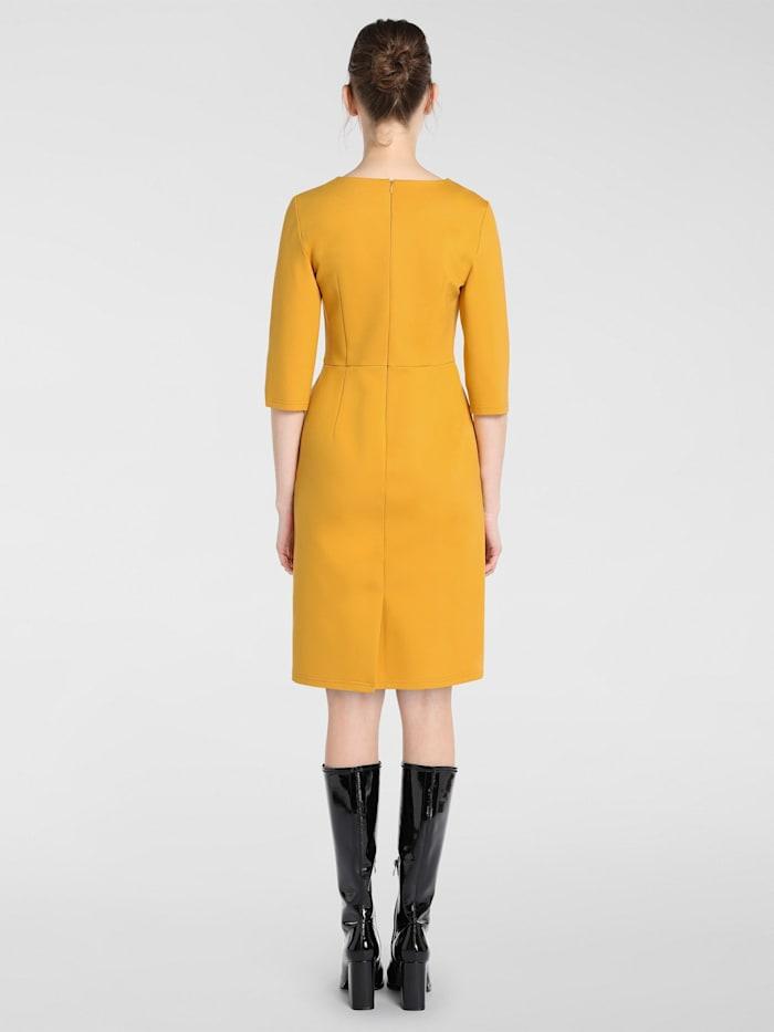 Kleid in schmalem Schnitt