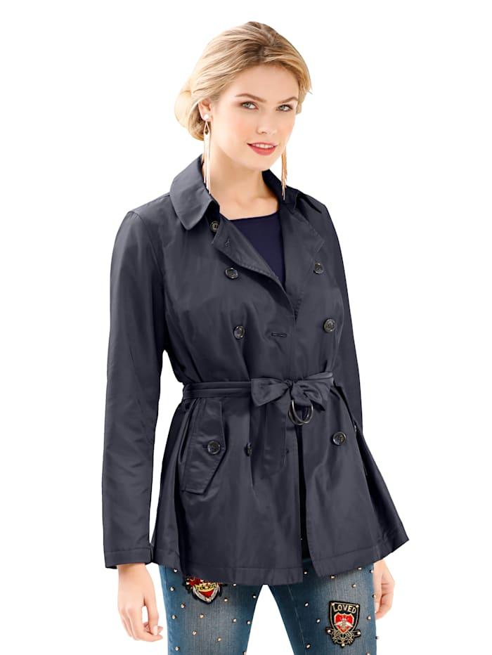 Vyöllinen takki
