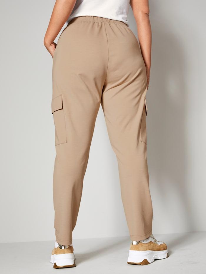 Nohavice s vreckami vo výške kolien