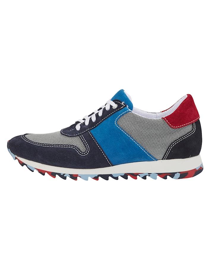 Sneakers med trendig slitsula