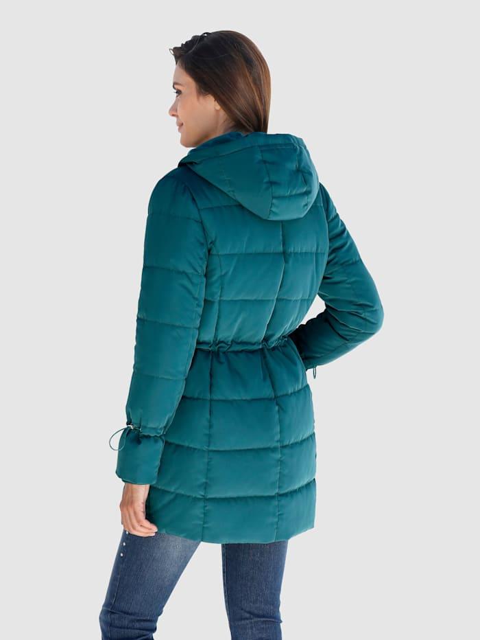 Gewatteerde jas in modieus lang model
