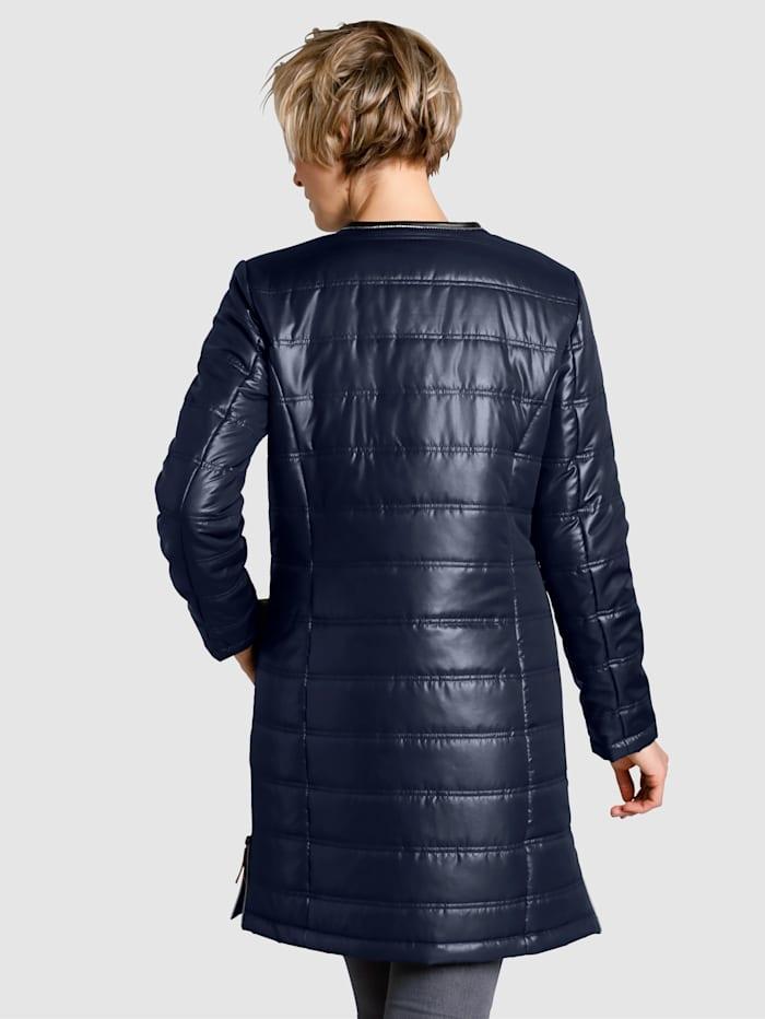 Krátký kabát v lesklé kvalitě