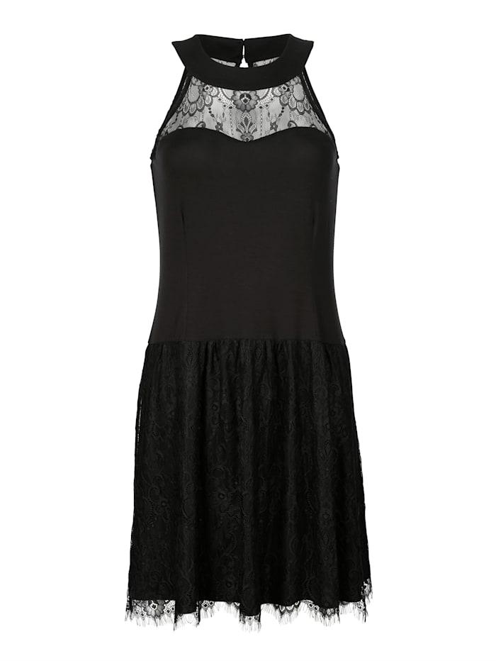 Kleid mit amerikanischem Ausschnitt