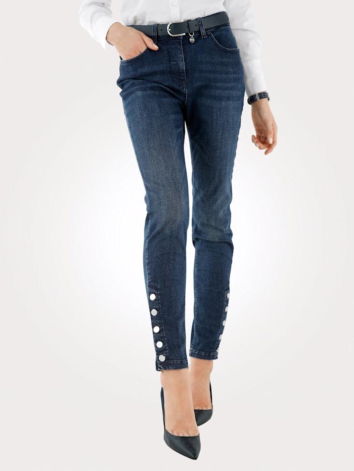 Jeans met knopen aan de zoom