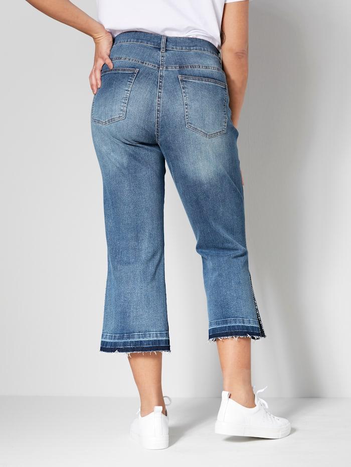 Jeans mit seitlichem Schlitz