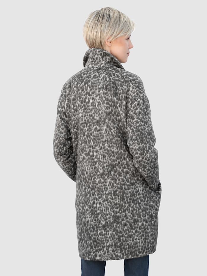 Coat in a pretty faux fur design