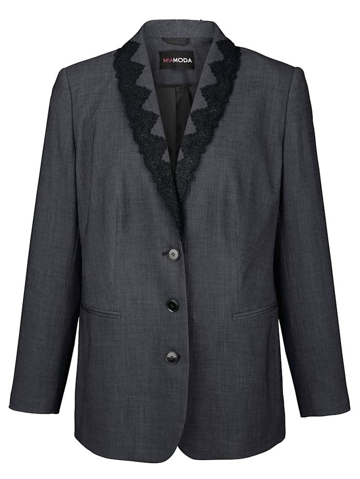 Sako s čipkovou bordúrou na golieri