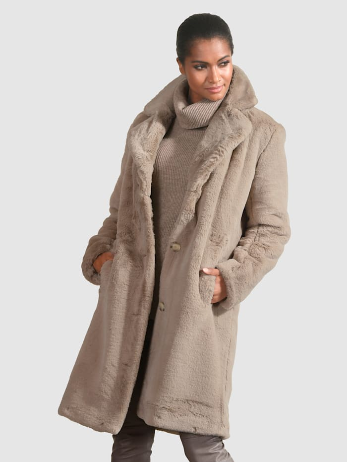 Mantel van zacht imitatiebont