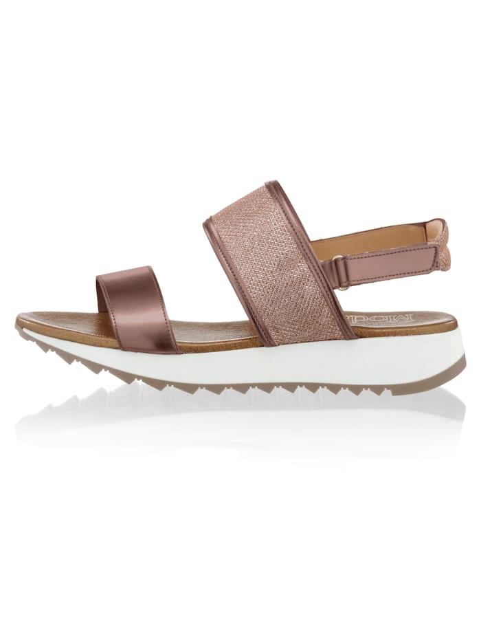 Sandaaltje in metallic- en netlook