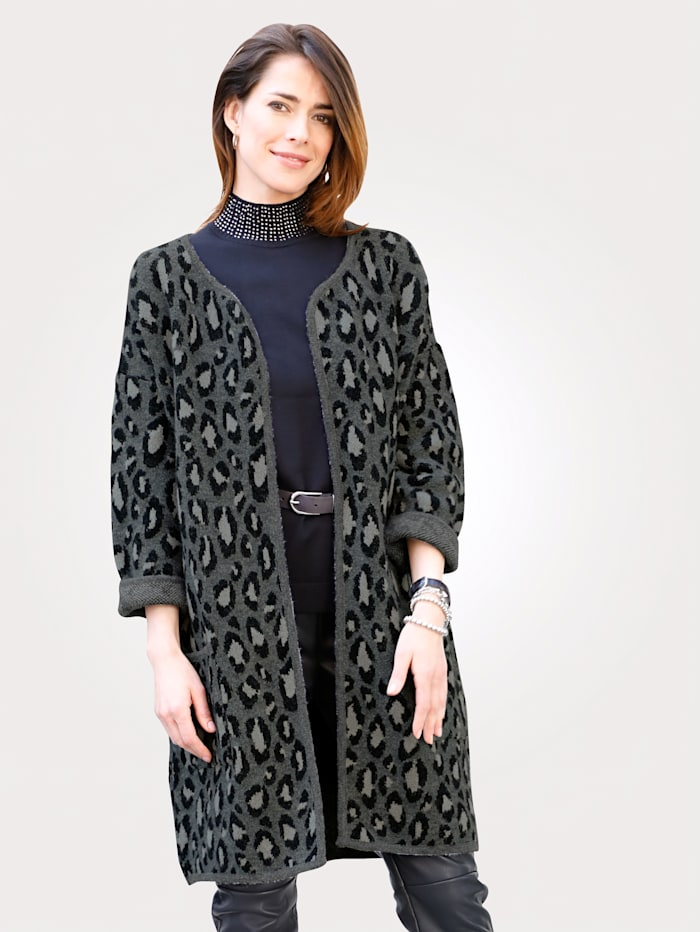 Cardigan in an on-trend animal print