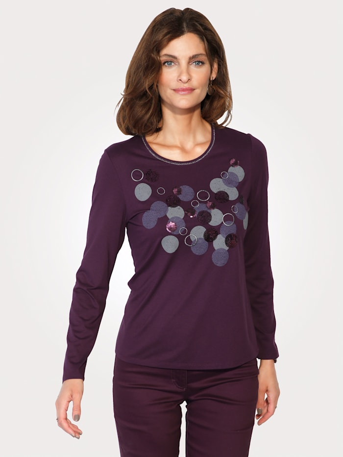 Top with shimmering thread and sequins