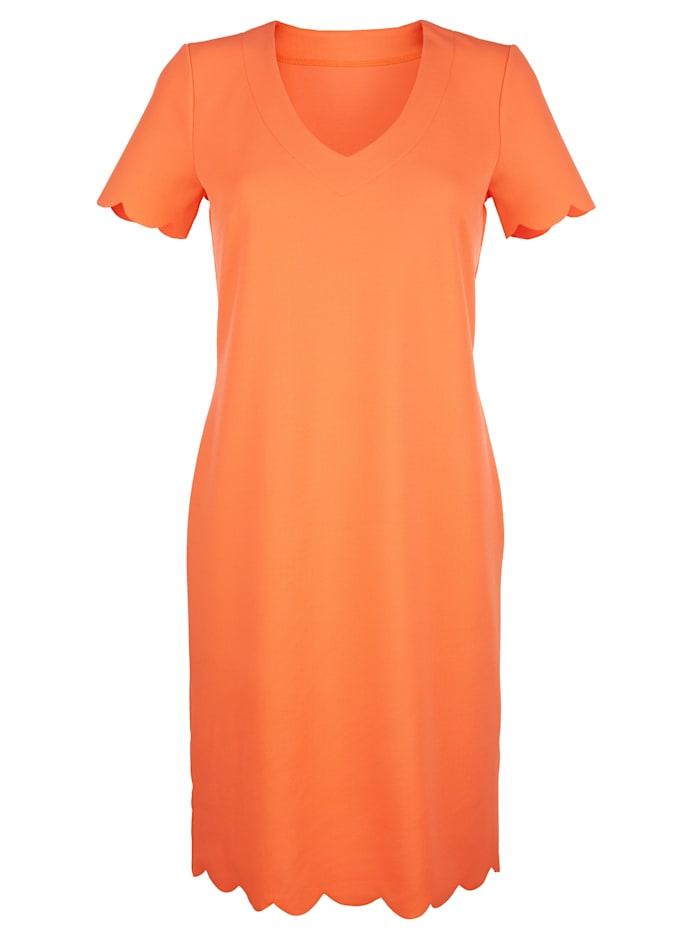 Kleid mit Wellenkante am Saum