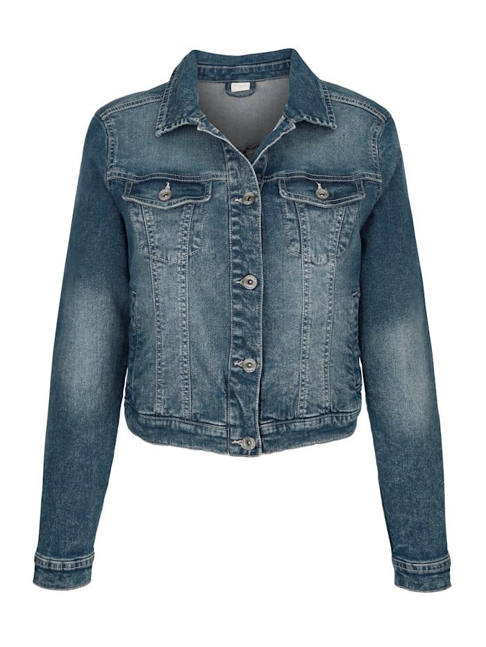 Jeansjacke und moderner Bleached-Optik