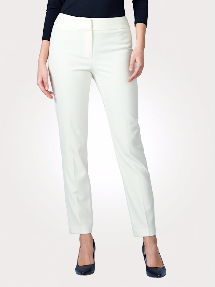 Trousers with elastane