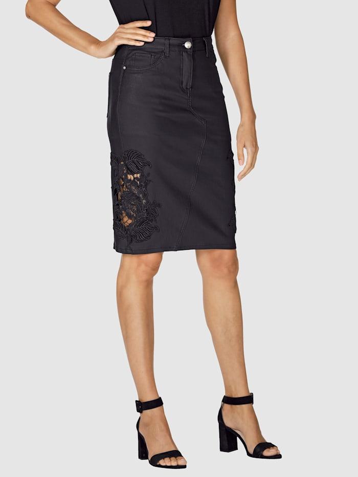 Kjol med transparent spetsinfällning