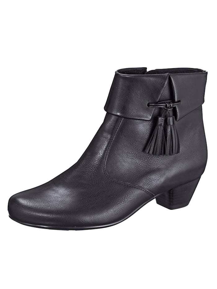 Ankle boots with attractive piping