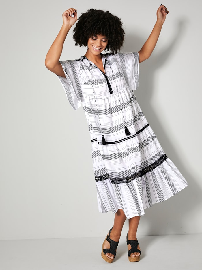 Šaty s háčkovanou čipkou