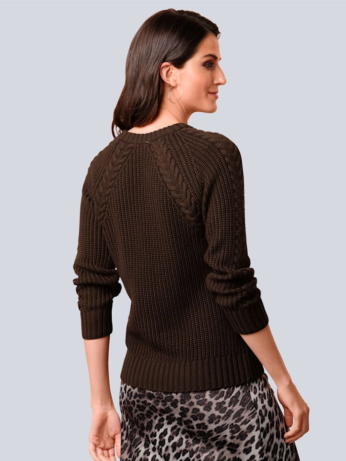 Pullover mit filigranem Zopfmuster