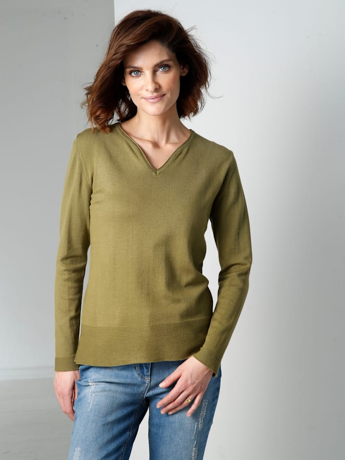 Jumper with textured yarn