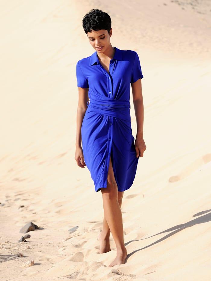 Strandkleid mit raffinierter Wickelung