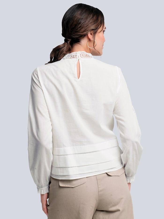 Bluse mit dekorativem Spitzeneinsatz