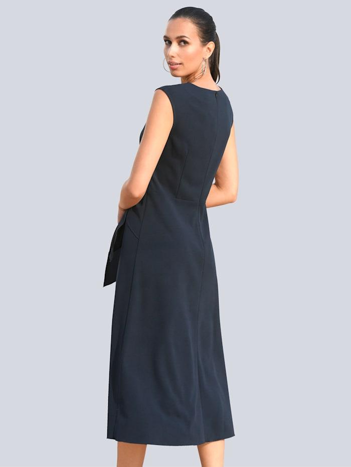 Kleid mit Bindedetail zum Knoten in der Taille
