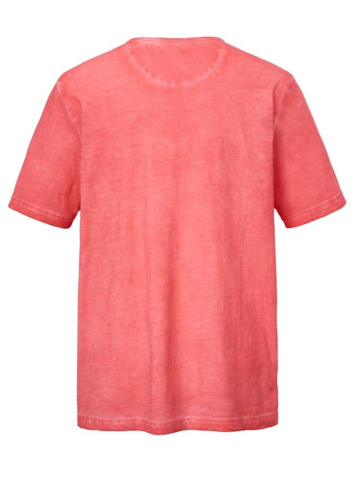 T-shirt med oregelbundenheter i färgningen