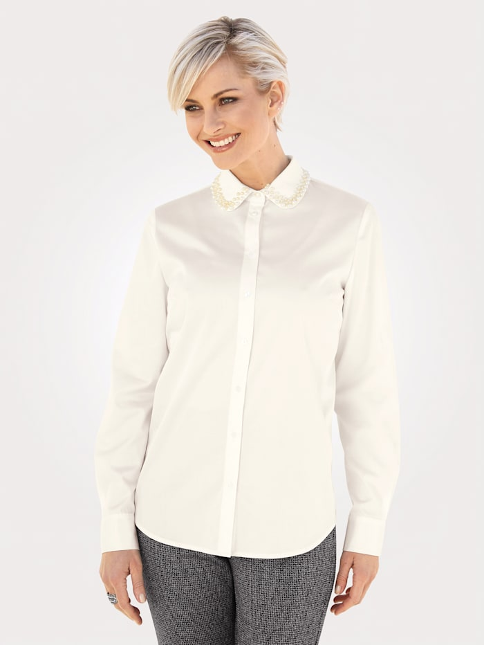 Blouse with a decorative collar