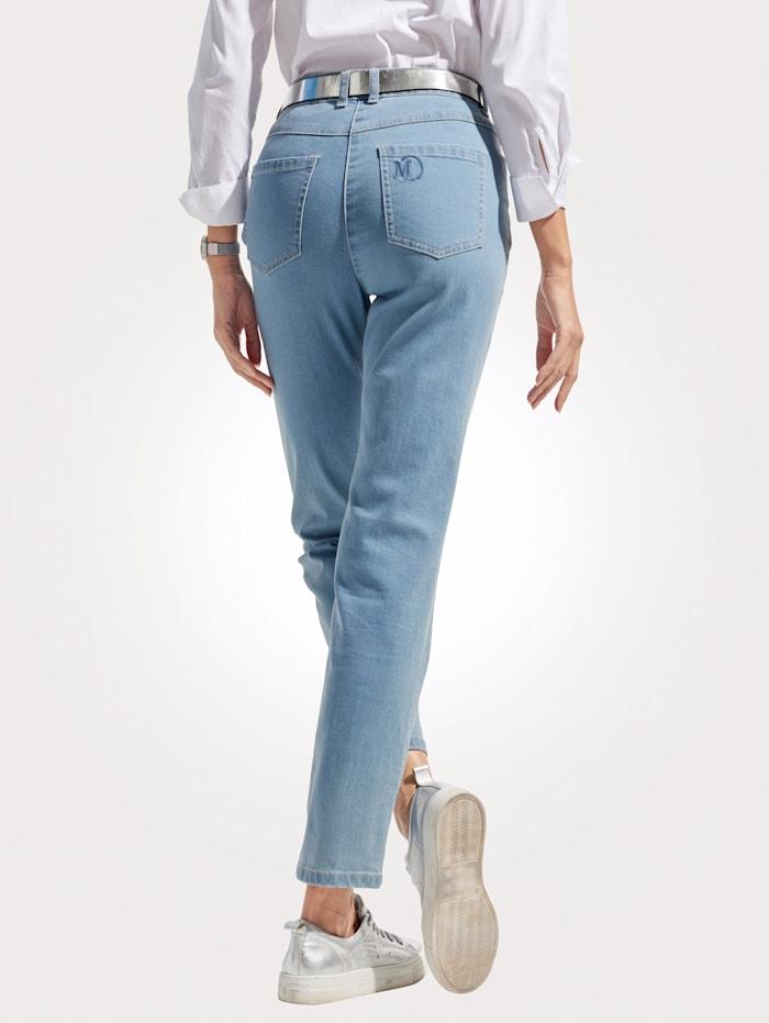 Jeans mit Logostickerei